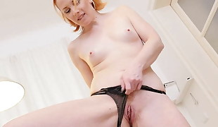 Euro cougar Michelle Russo fingers her red-haired puss