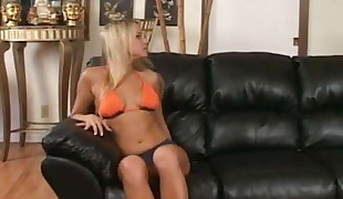 Blondie honey gets a Creampie